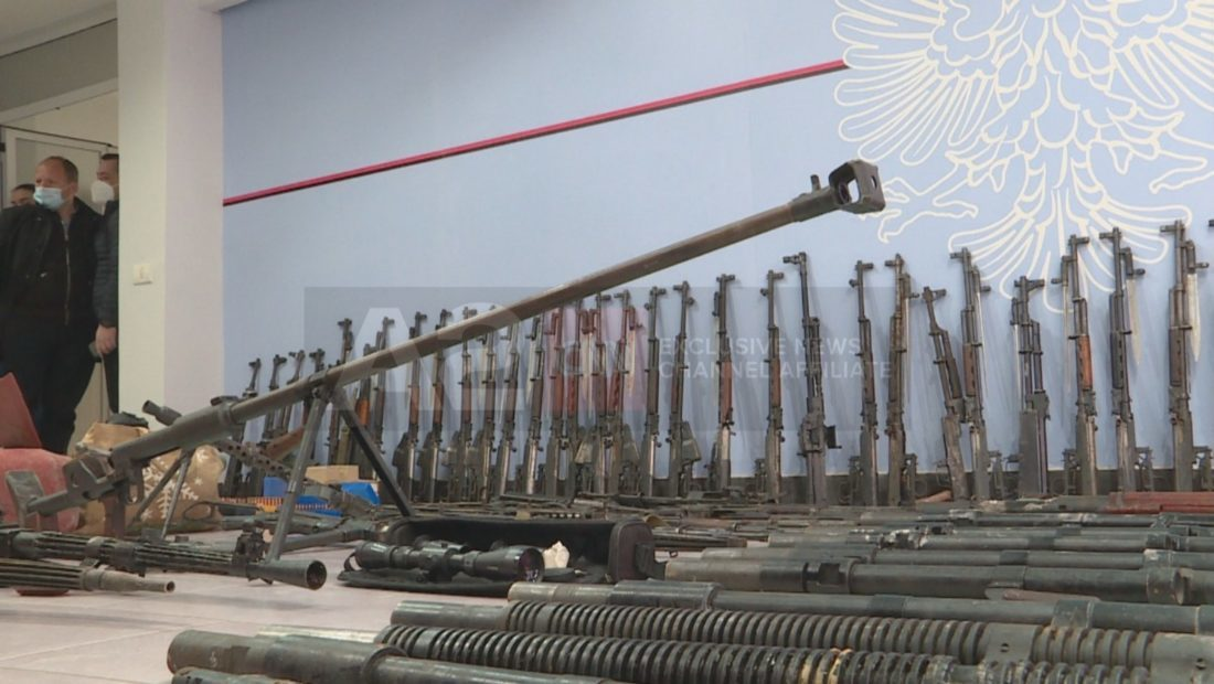 armet e sekuestruara depo tirane 6 1 1100x620 1 1100x620